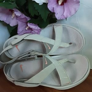 Nike Sandals Size 8